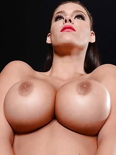 Mature Boobs Pics