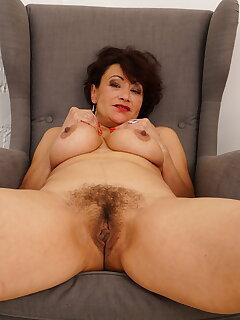 Mature Hairy Pics